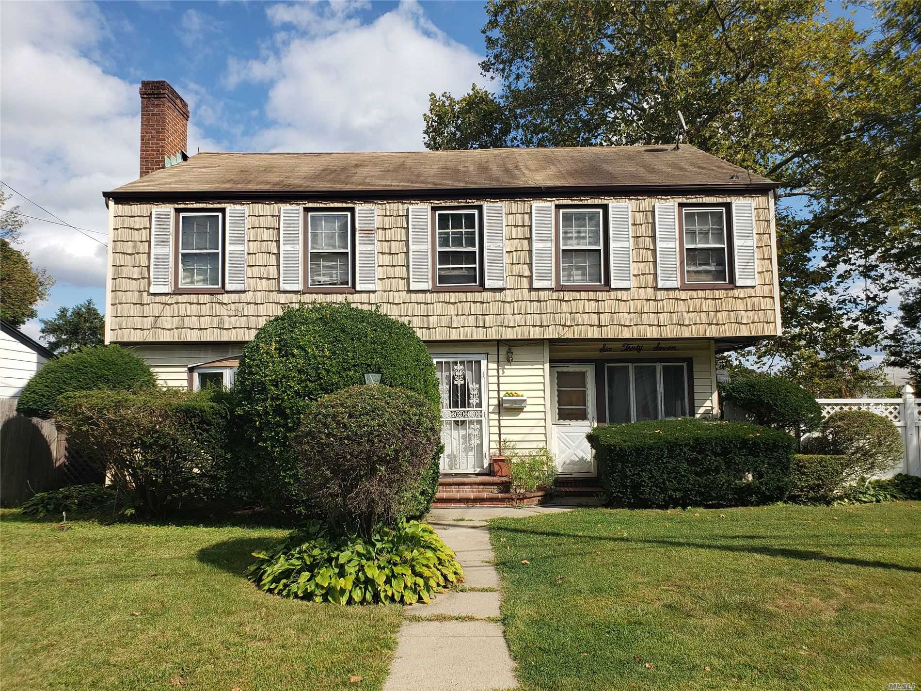 Residenziale in 637 Meadowbrook Rd, Uniondale, NY ,11553