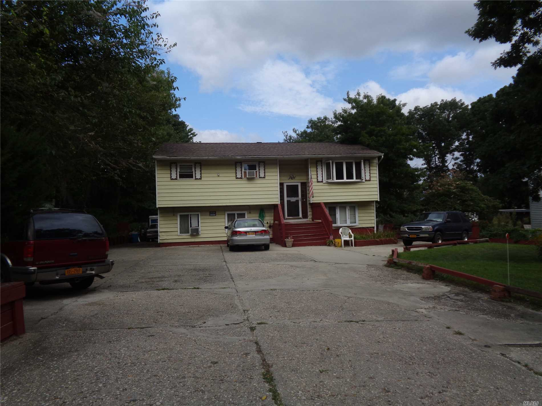 Residenziale in 6 Bayonne Ave, Central Islip, NY ,11722