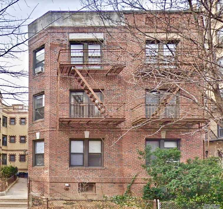 Acquisto commerciale in 43-16 42 St, Sunnyside, NY ,11104