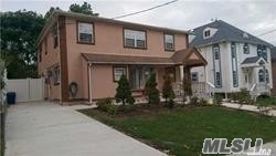 Residenziale in 58-40 254th St, Little Neck, NY ,11362