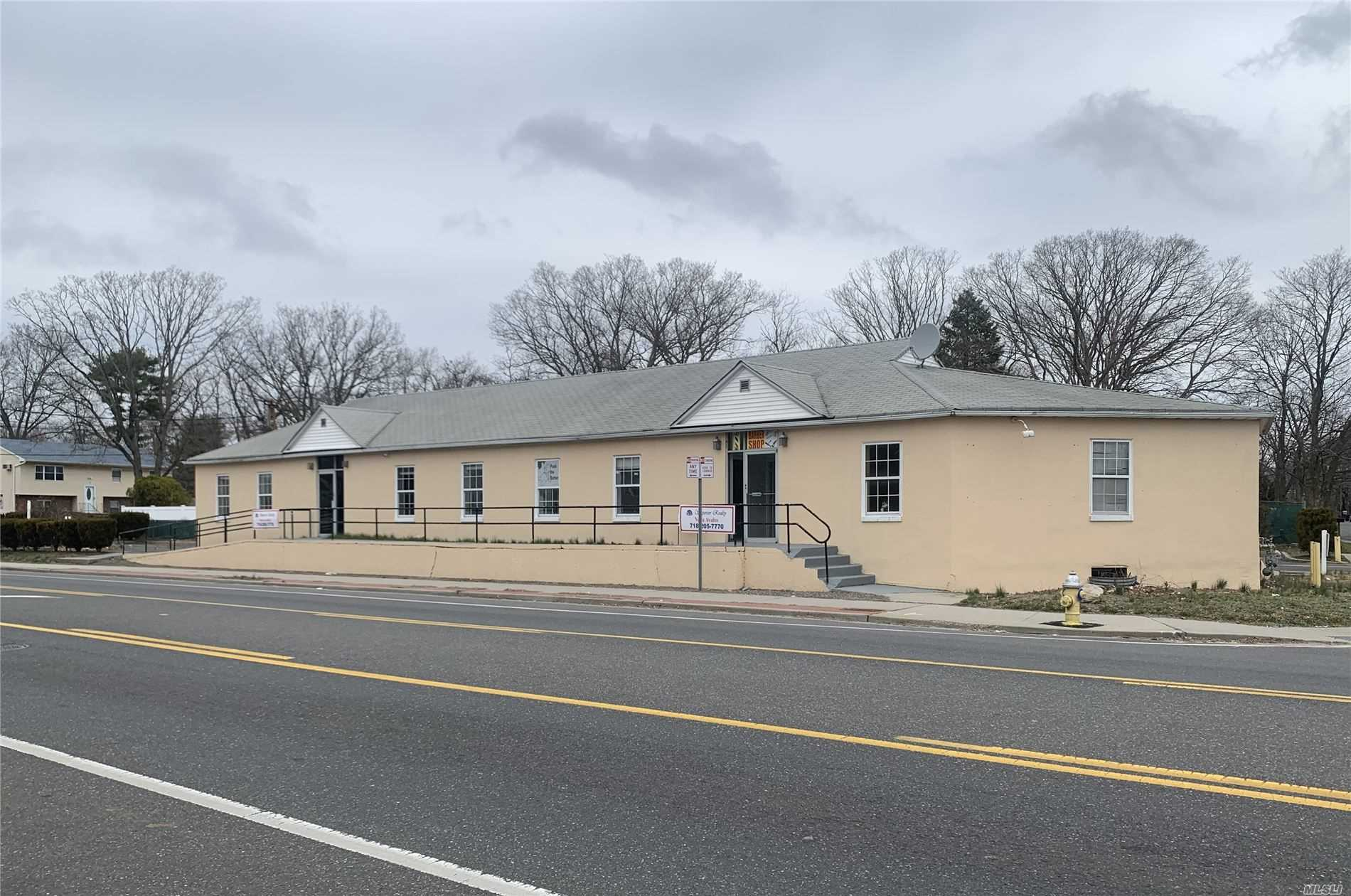 Acquisto commerciale in 207 Bay Shore Rd, Deer Park, NY ,11729