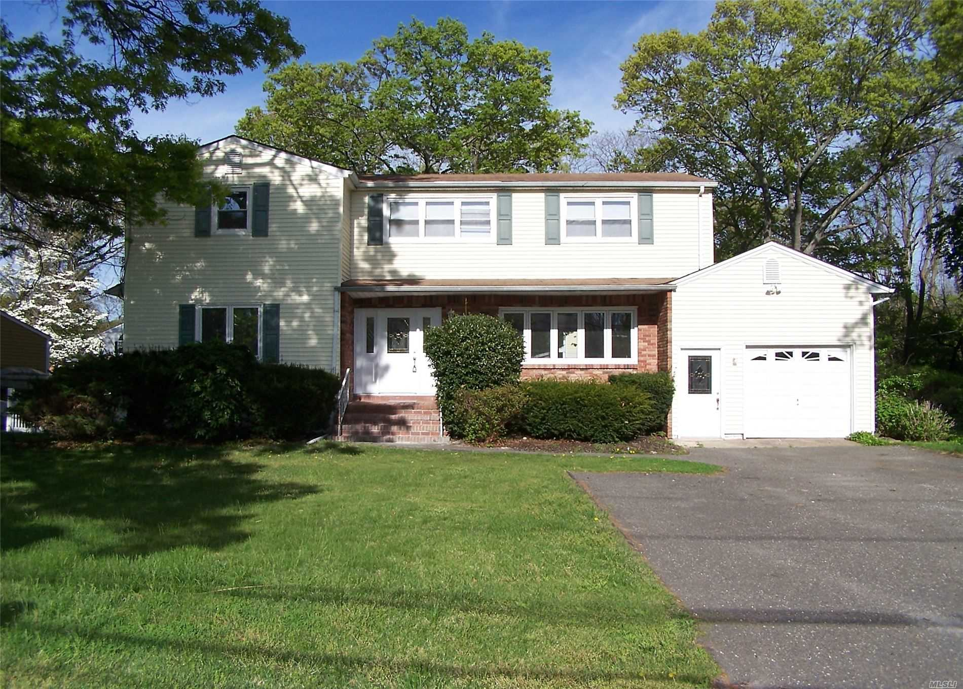 Residenziale in 7 Curtis Dr, Sound Beach, NY ,11789