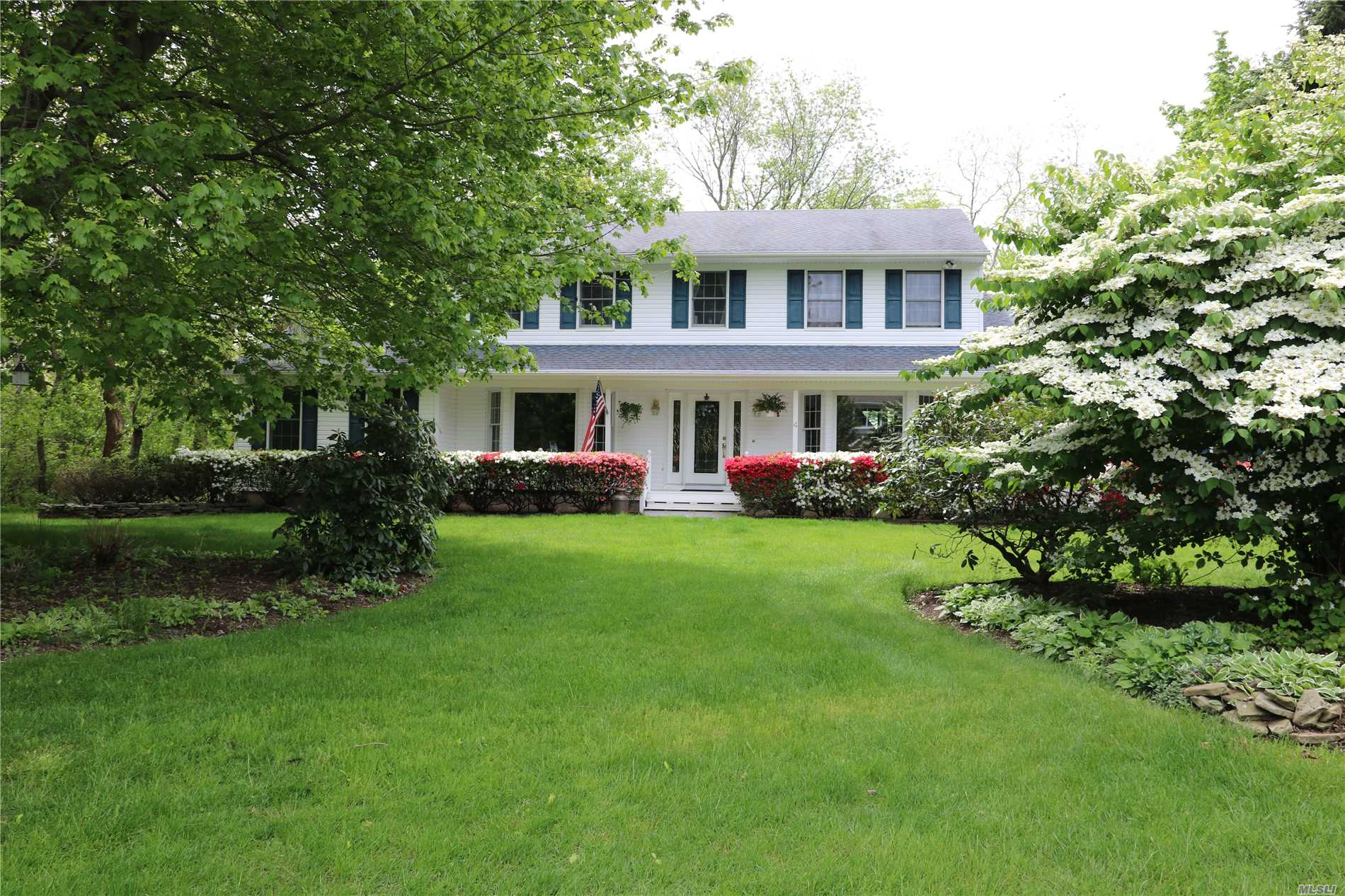 Residenziale in 4 Sound Breeze Dr, Miller Place, NY ,11764