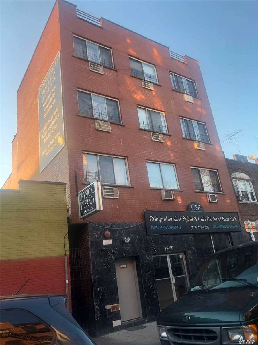 Acquisto commerciale in 35-50 92nd St, Jackson Heights, NY ,11372