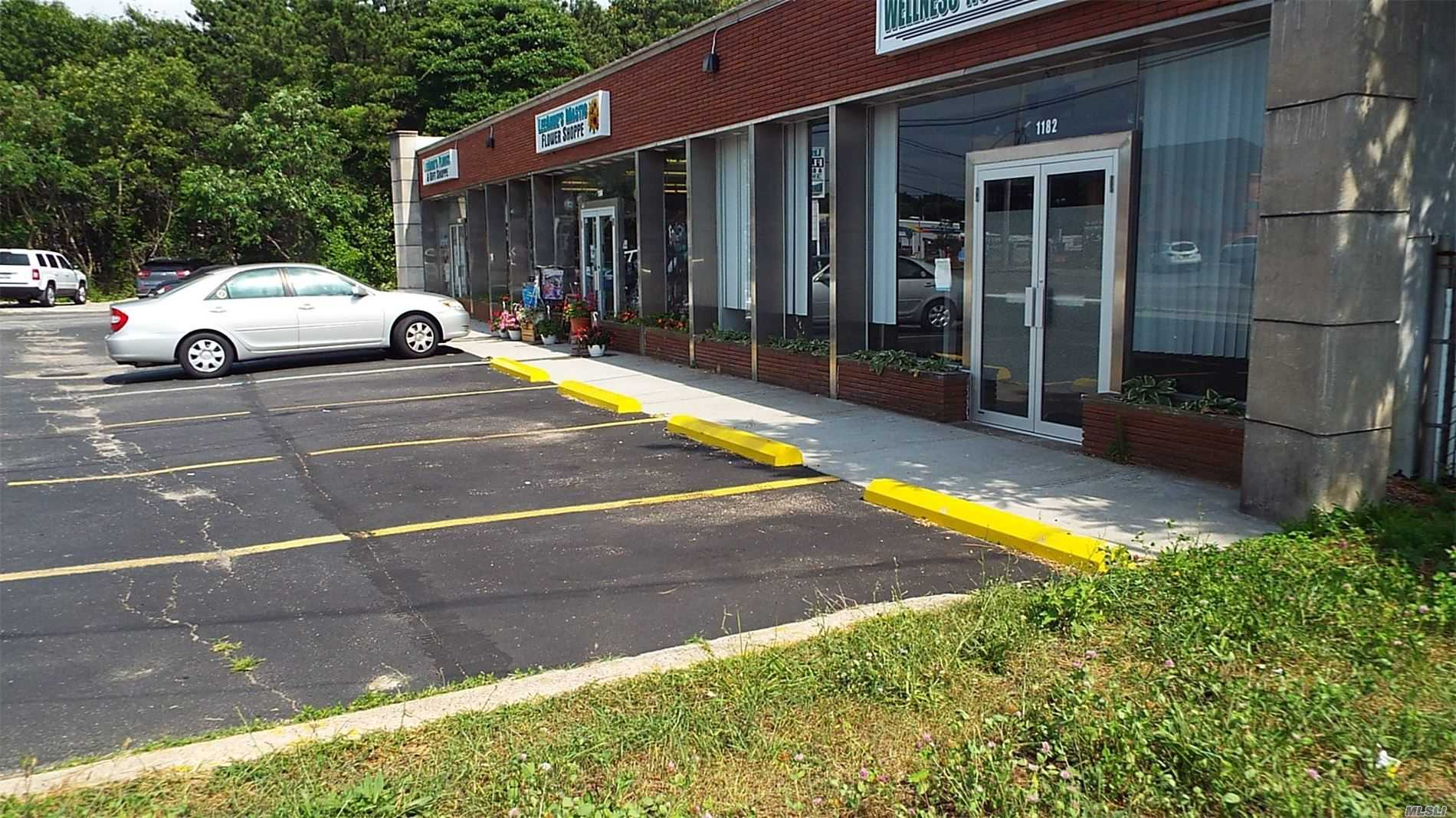 Acquisto commerciale in 1182 Montauk Hwy, Mastic, NY ,11950