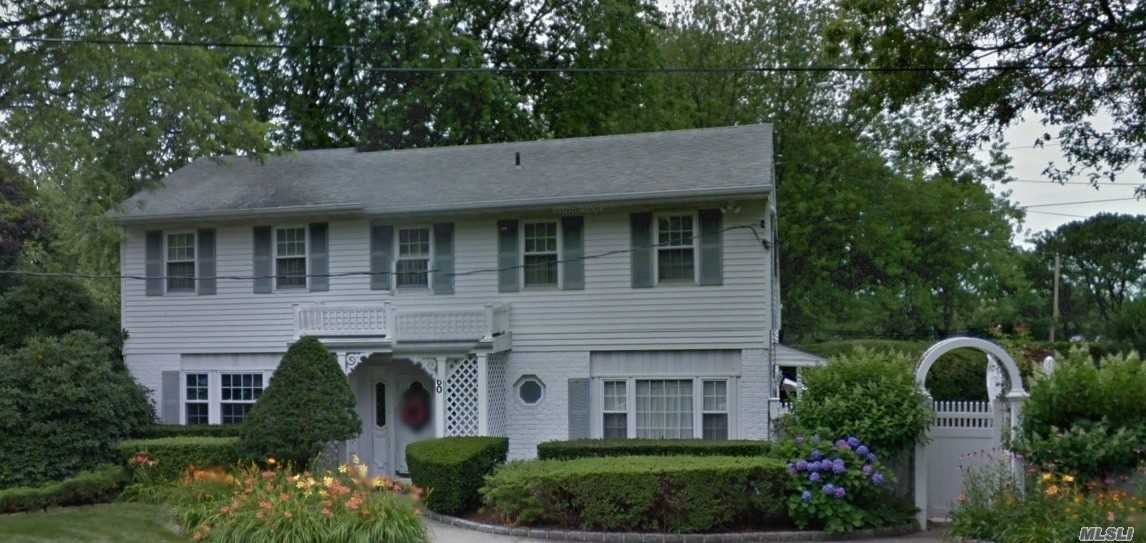 Residenziale in 60 Scaup Ct, Brentwood, NY ,11717