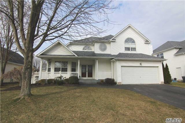 Residenziale in 53 Blueberry Ridge Dr, Holtsville, NY ,11742