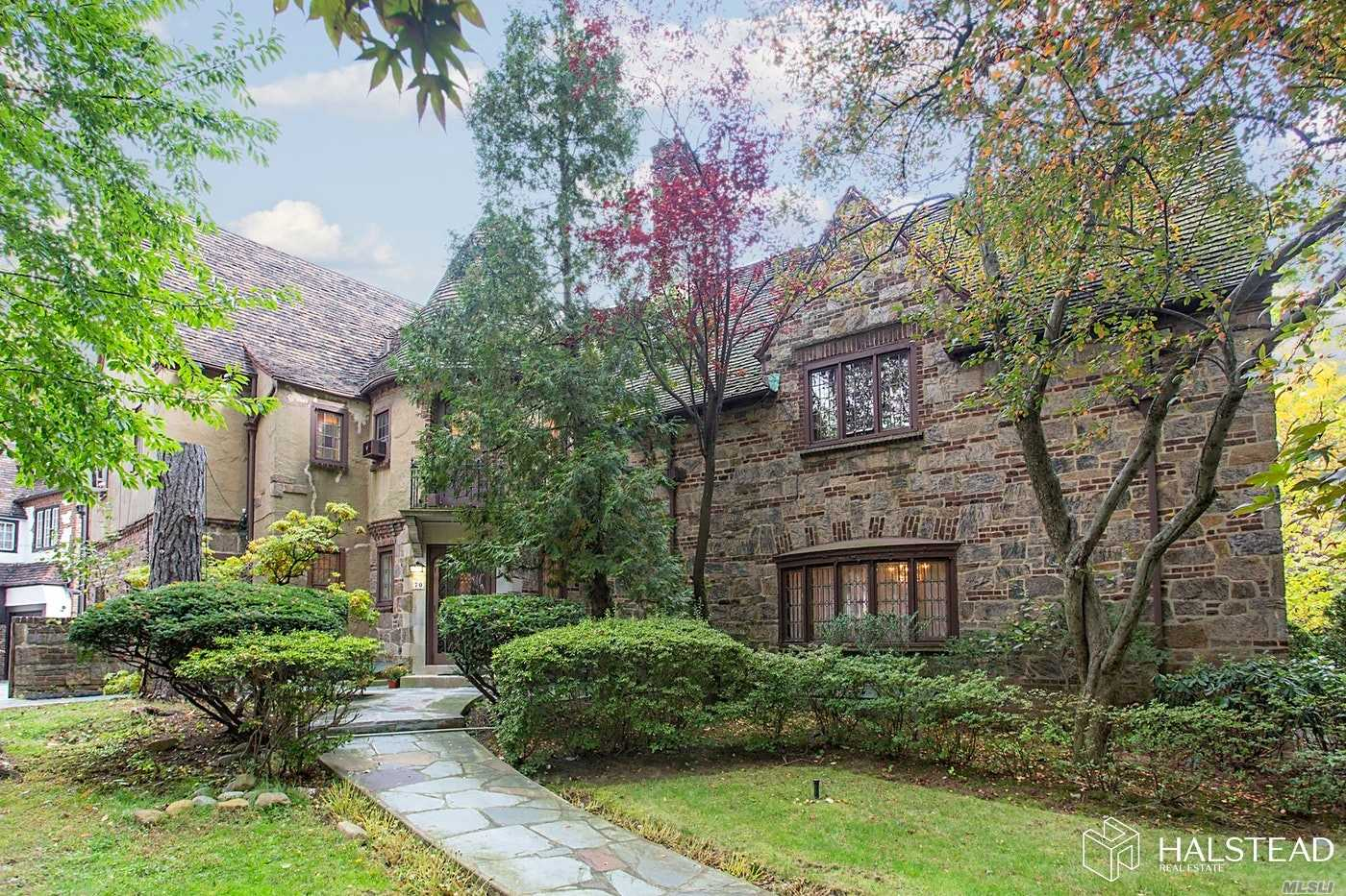 Residenziale in 70 Greenway South, Forest Hills, NY ,11375