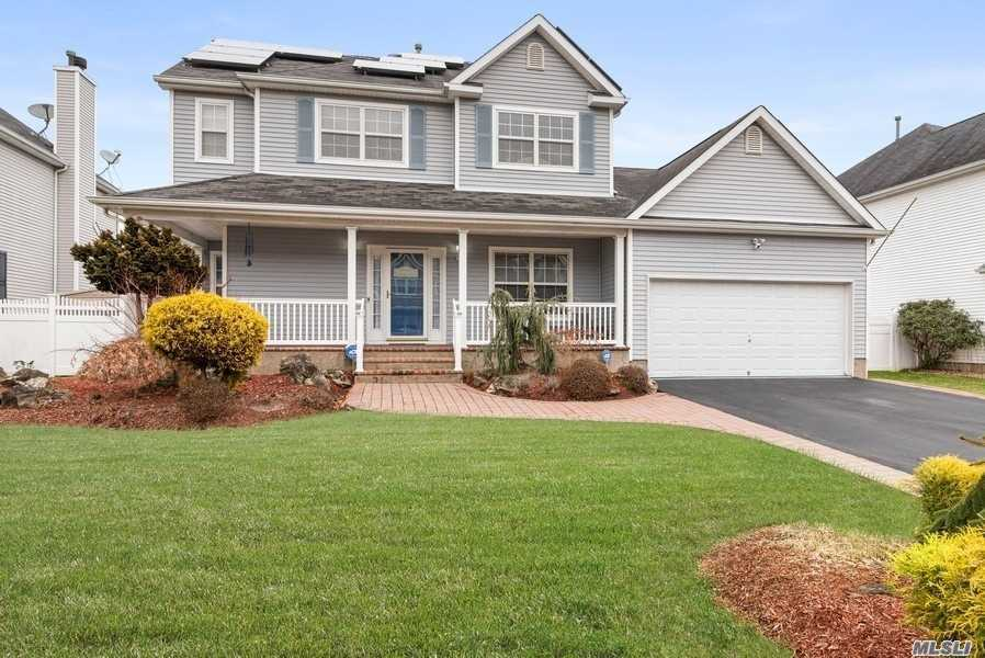 Residenziale in 15 Blueberry Ridge Dr, Holtsville, NY ,11742