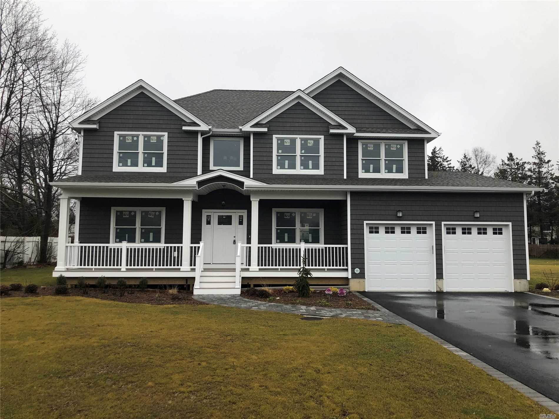 Residenziale in 295 Burr Rd, E. Northport, NY ,11731