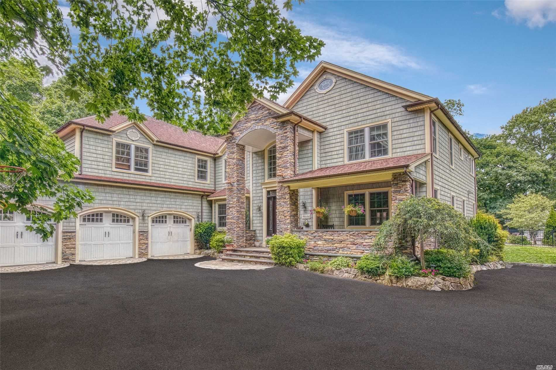 Residenziale in 715 Middle Rd, Bayport, NY ,11705