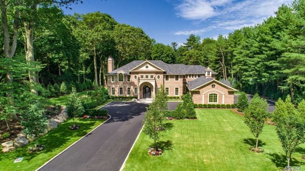Residenziale in 6 Carriage Dr, Old Westbury, NY ,11568