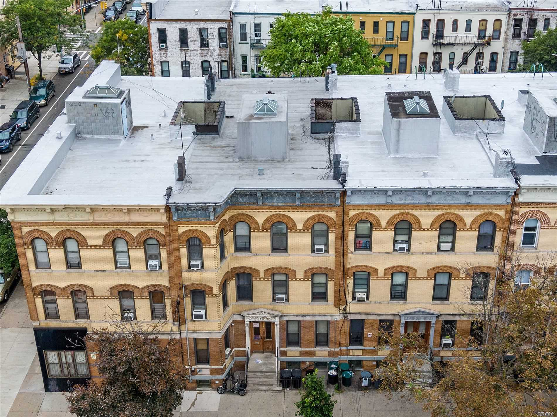 Acquisto commerciale in 18-53 Madison St, Ridgewood, NY ,11385
