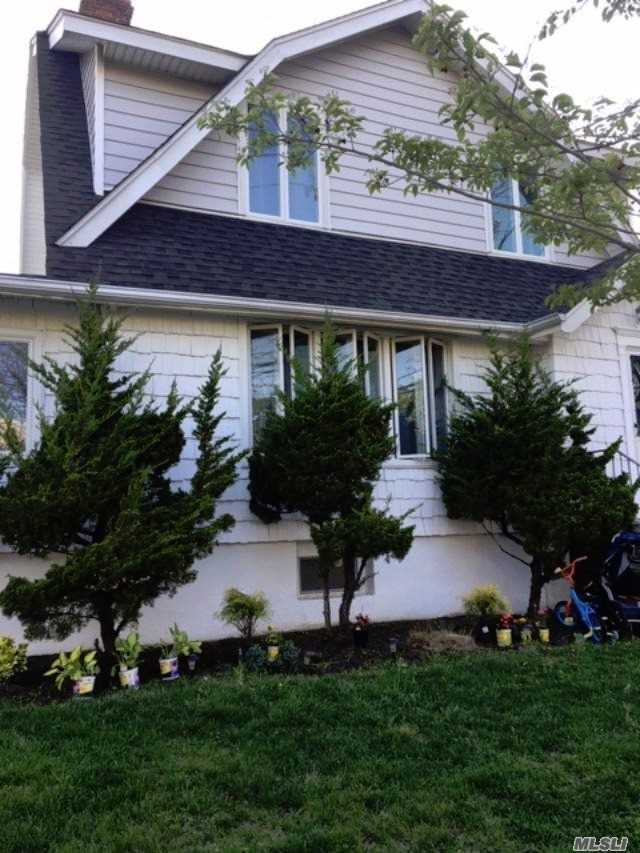 Residenziale in 413 Beach 143rd St, Neponsit, NY ,11694