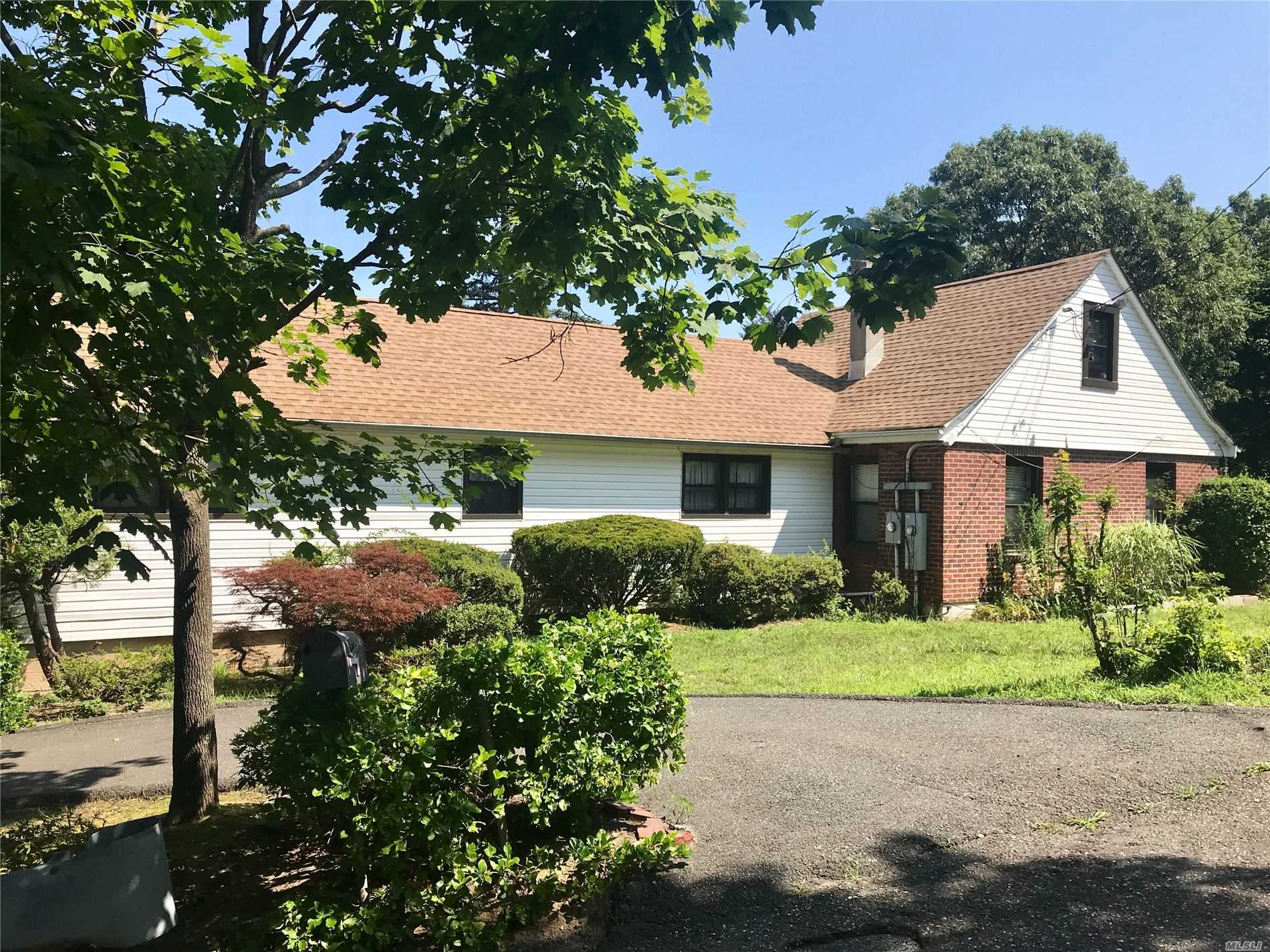 Residenziale in 23 Southold Rd, Sound Beach, NY ,11789