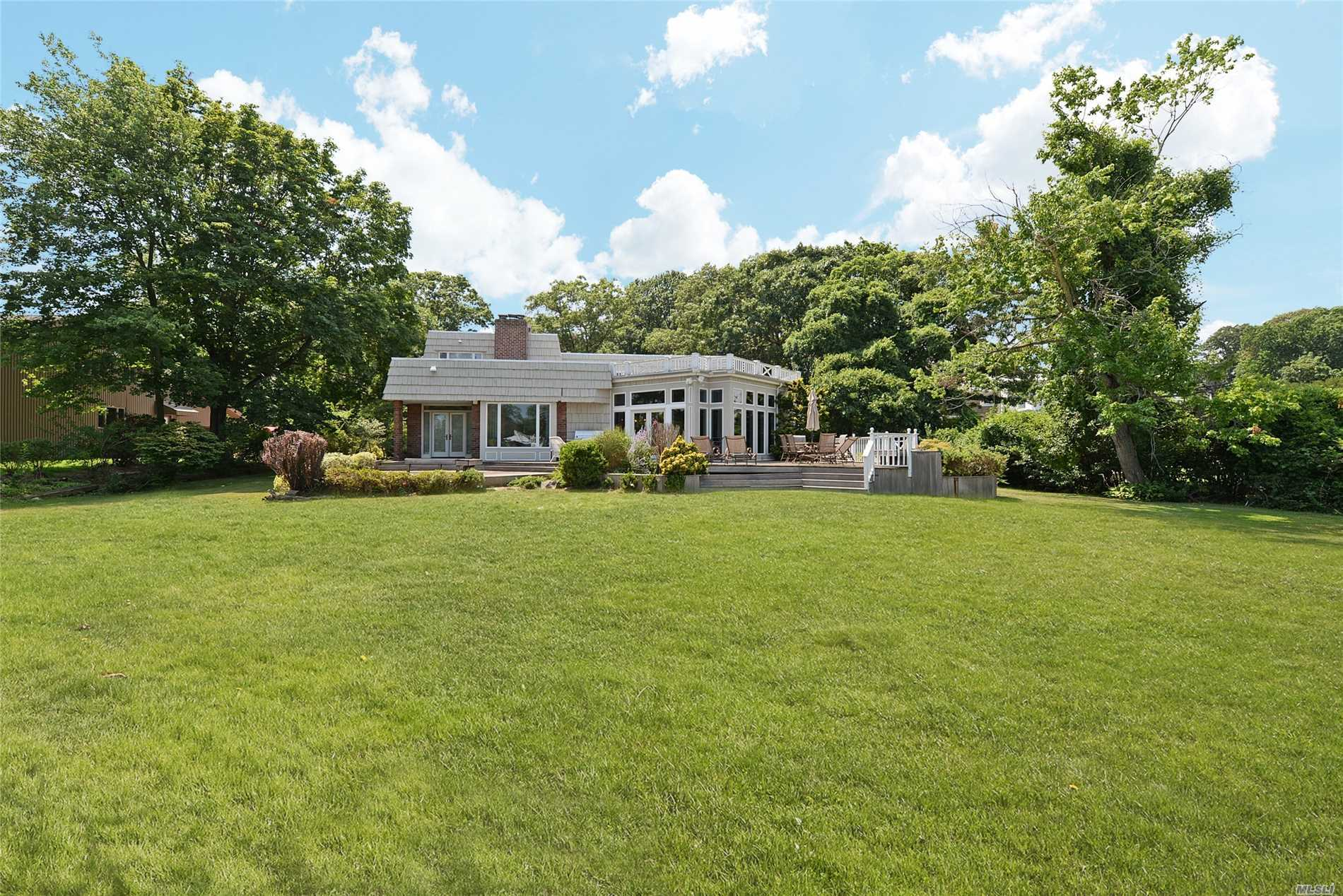 Residenziale in 90 Anchorage Rd, Hewlett Bay Park, NY ,11557