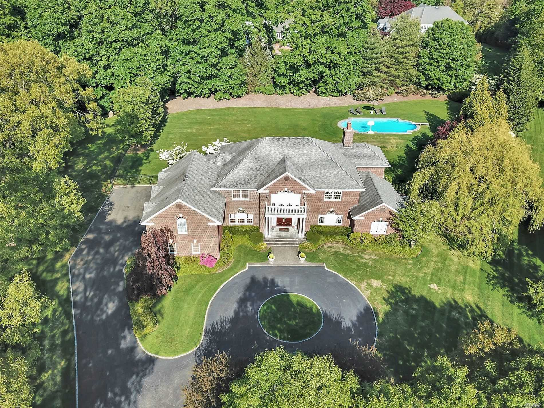 Residenziale in 78 Woods Ct, Old Brookville, NY ,11545