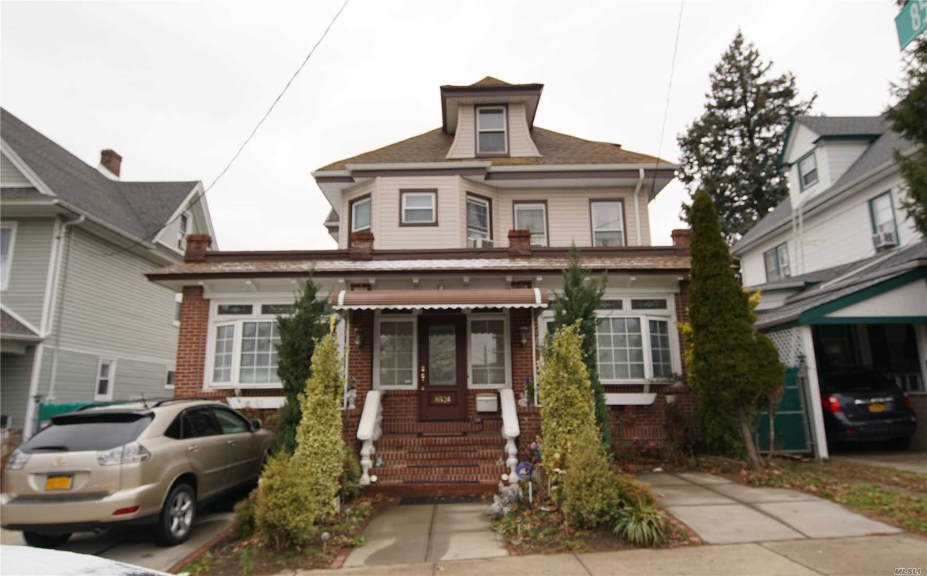 Residenziale in 85-24 Forest Pkwy, Woodhaven, NY ,11421
