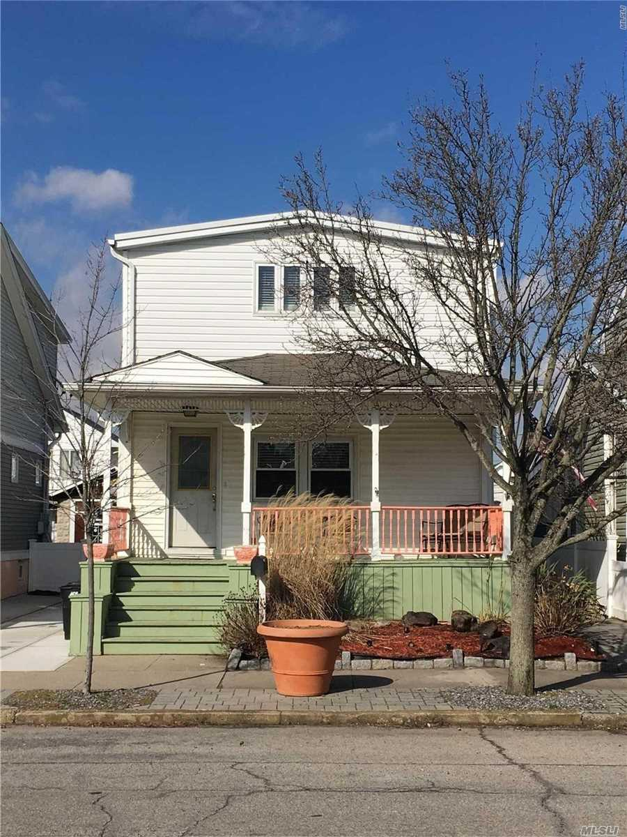 Residenziale in 429 Chester W St, Long Beach, NY ,11561