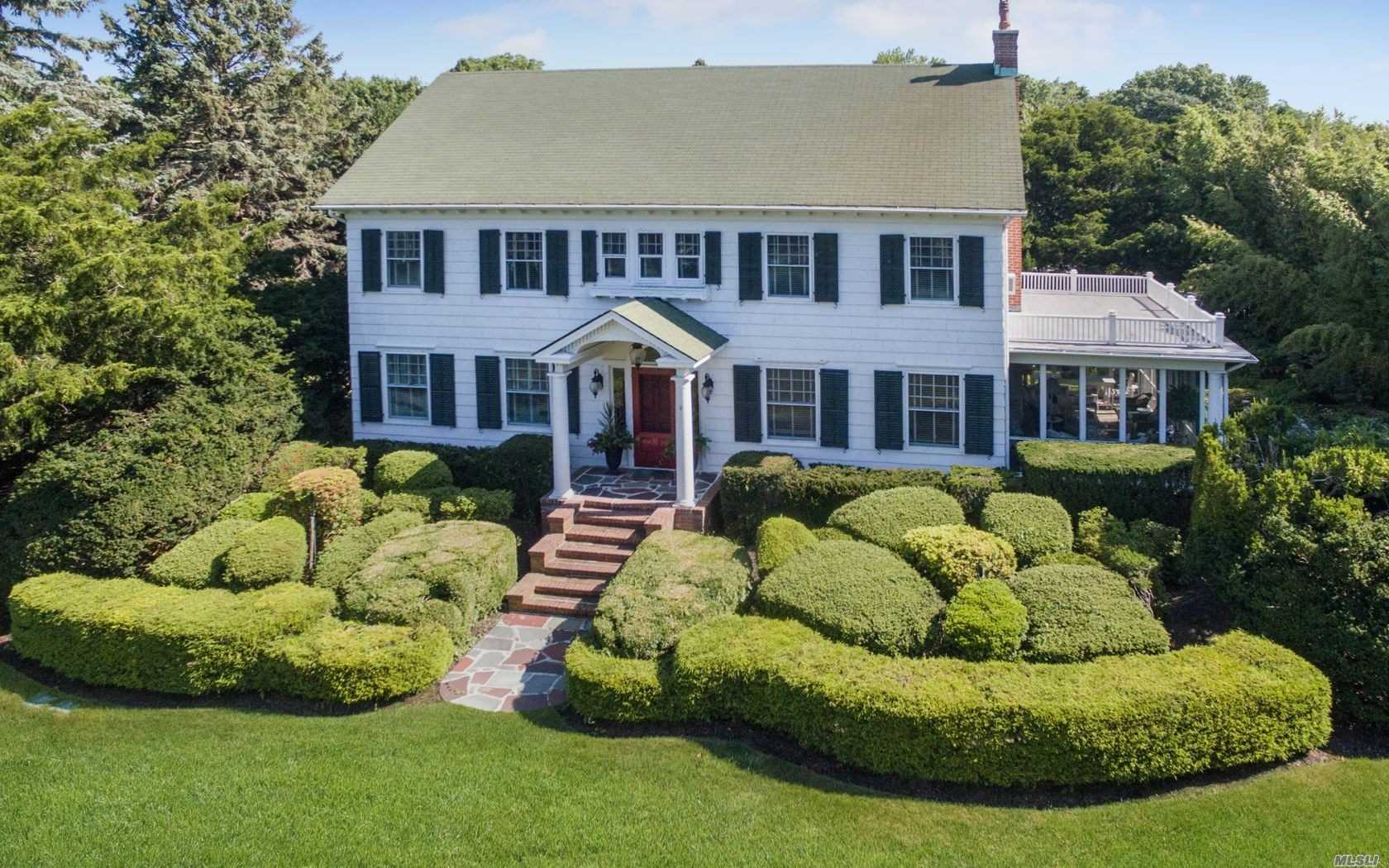 Residenziale in 149 Country Road S, E. Patchogue, NY ,11772