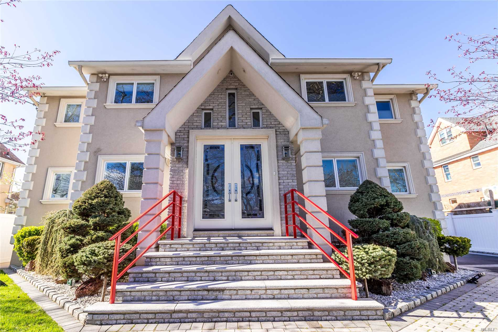 Residenziale in 204-33 45th Rd, Bayside, NY ,11361