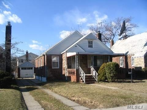 Residenziale in 115-56 225th St, Cambria Heights, NY ,11411