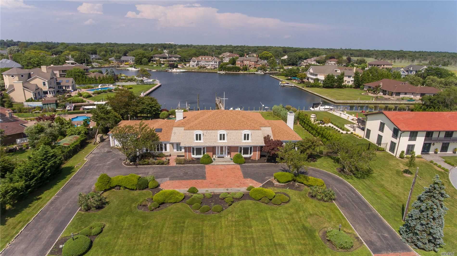 Residenziale in 152 The Helm, East Islip, NY ,11730