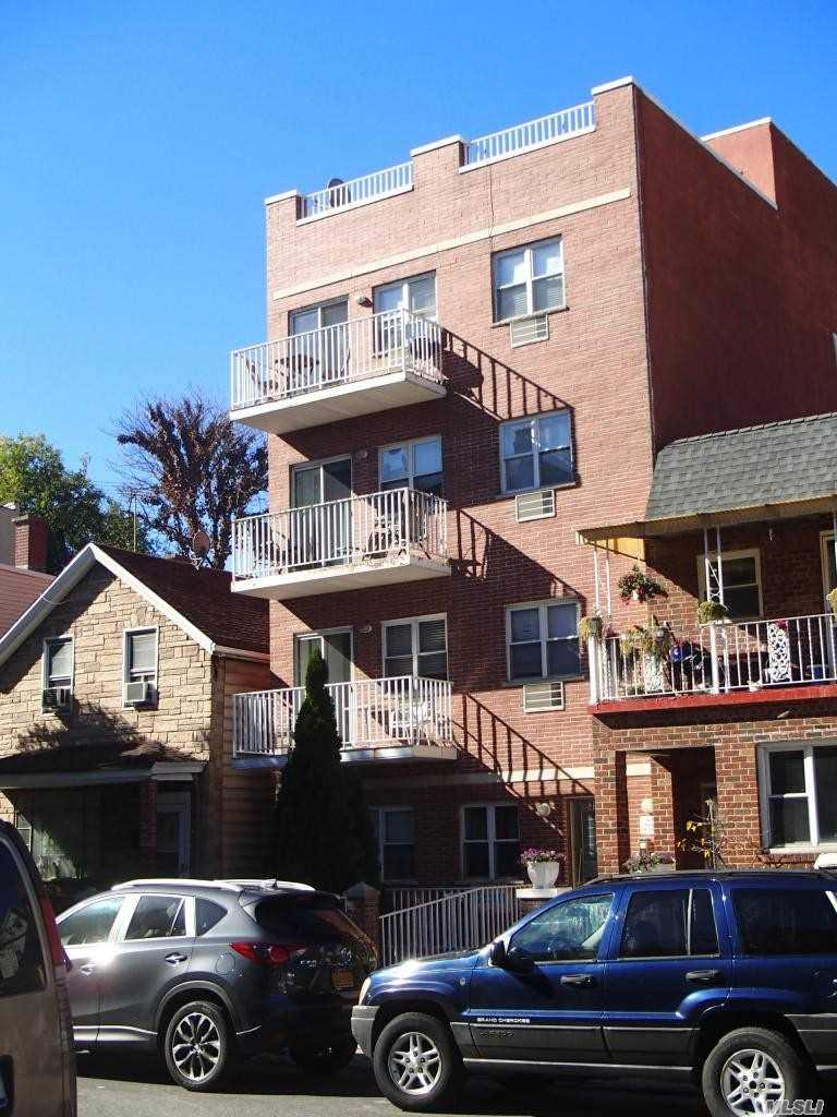Acquisto commerciale in 30-22 32nd St, Astoria, NY ,11102
