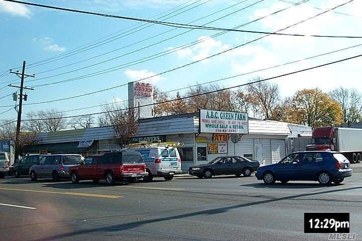 Acquisto commerciale in 1285 Hempstead Tpke, Elmont, NY ,11003