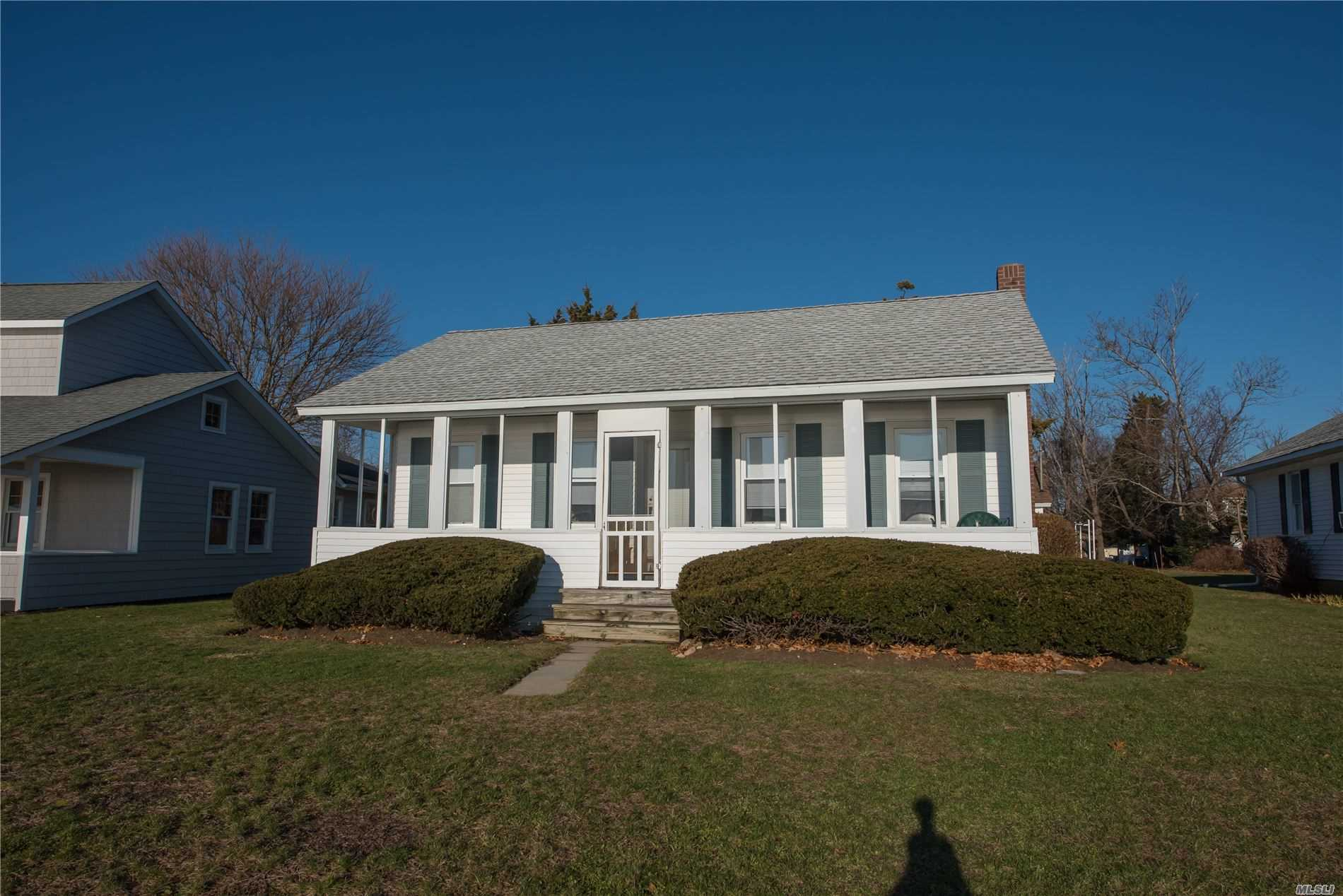 Residenziale in 1396 Peconic Bay Blvd, Jamesport, NY ,11947