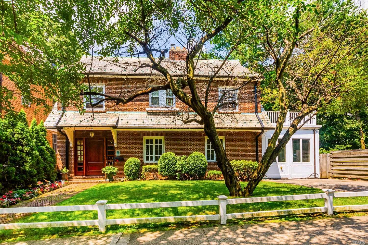 Residenziale in 5435 Fieldston Rd, Out Of Area Town, NY ,10471