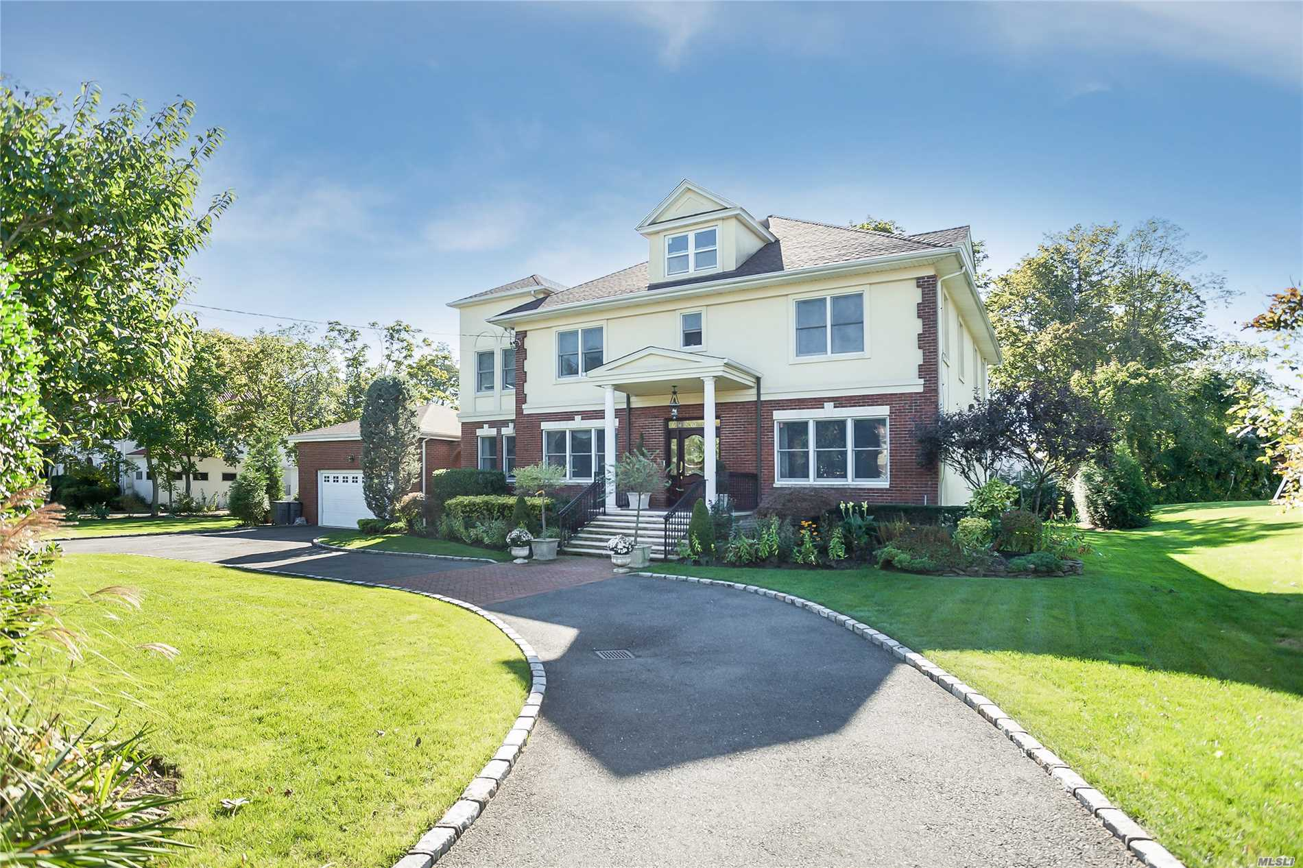 Residenziale in 75 Woodmere Blvd, Woodmere, NY ,11598