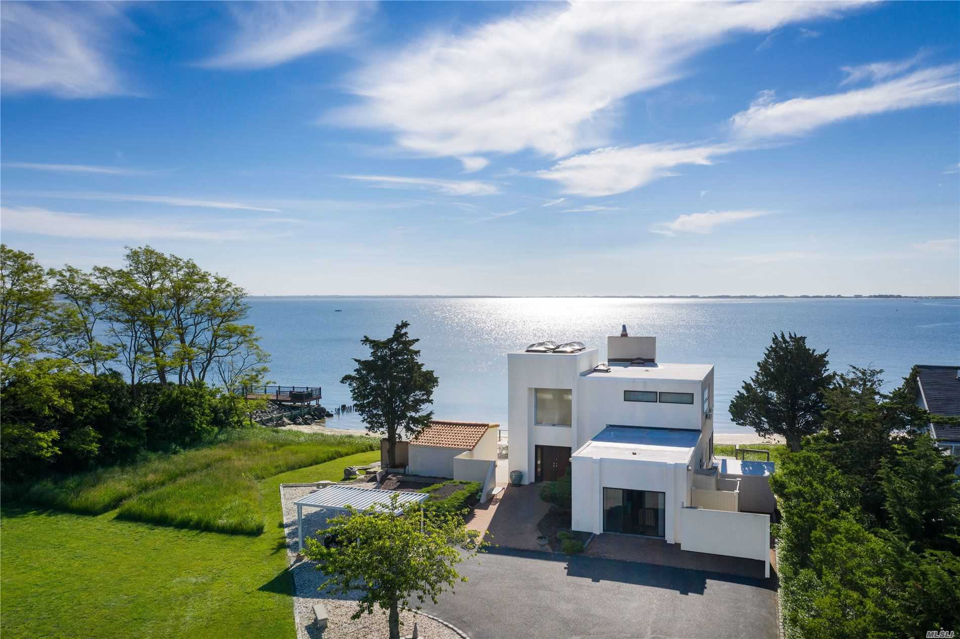 Residenziale in 15A&B Lighthouse Rd, Hampton Bays, NY ,11946