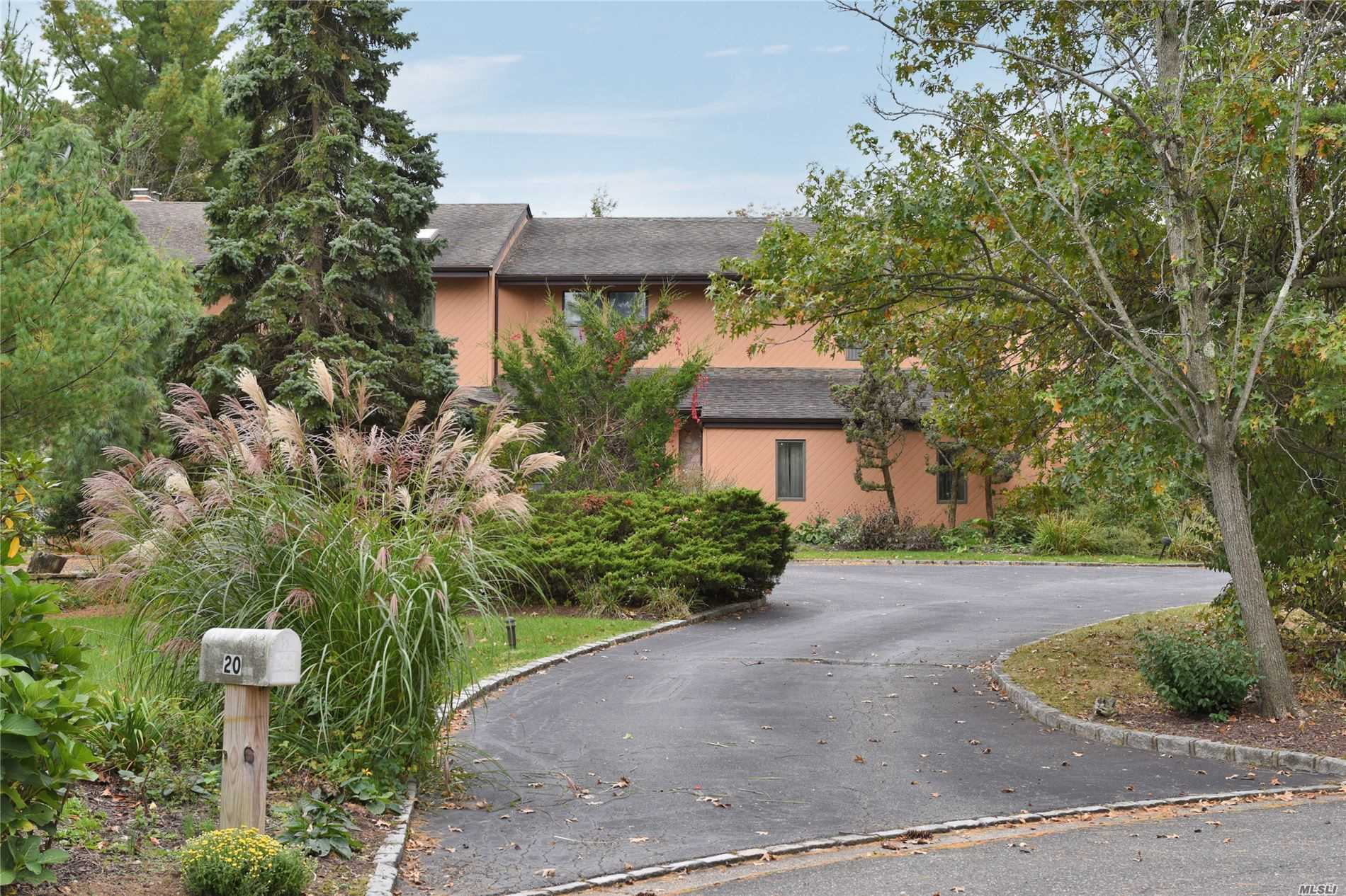 Residenziale in 20 Carriage Ct, Syosset, NY ,11791