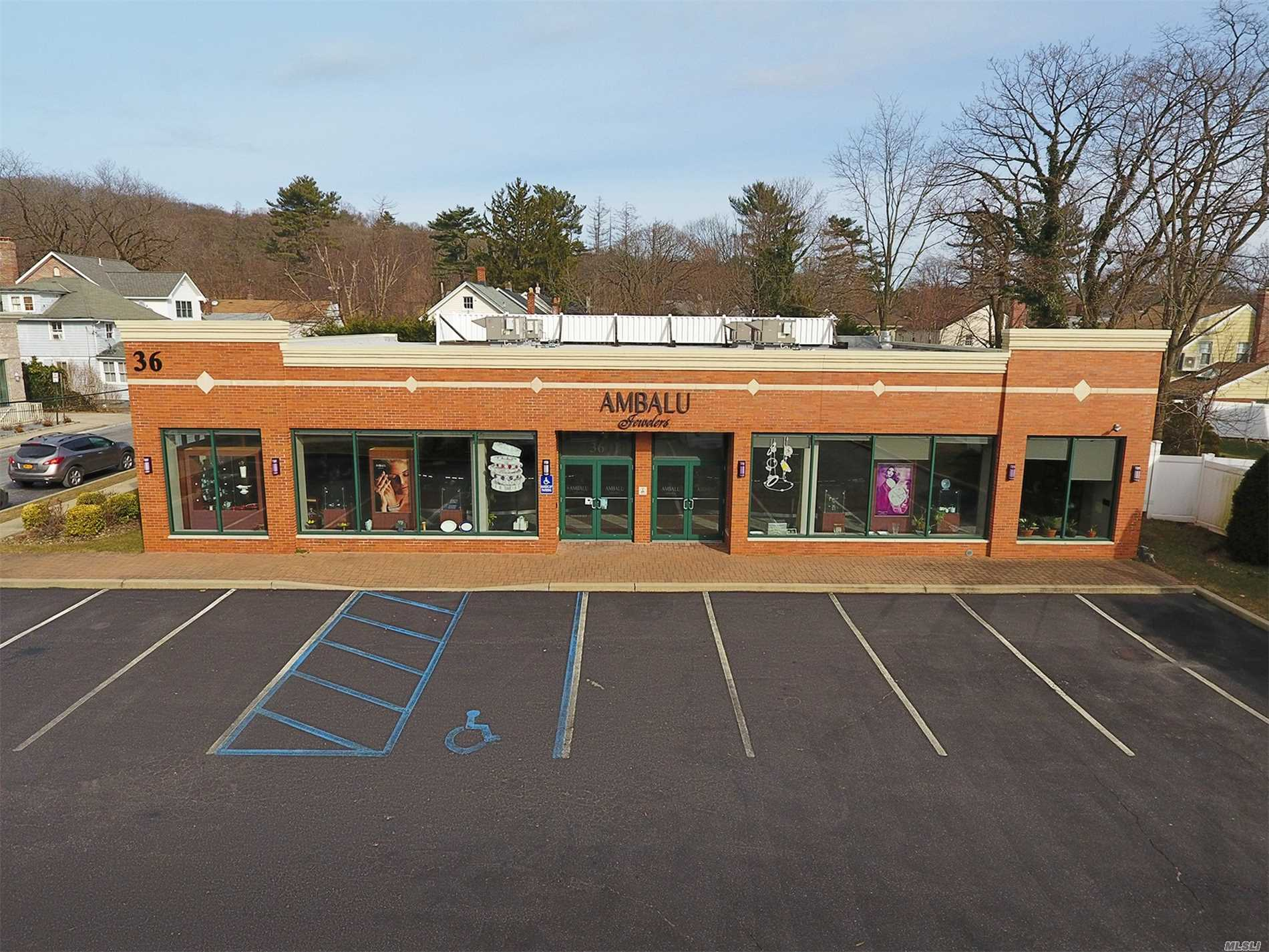 Acquisto commerciale in 36-44 Glen Cove Rd, East Hills, NY ,11577