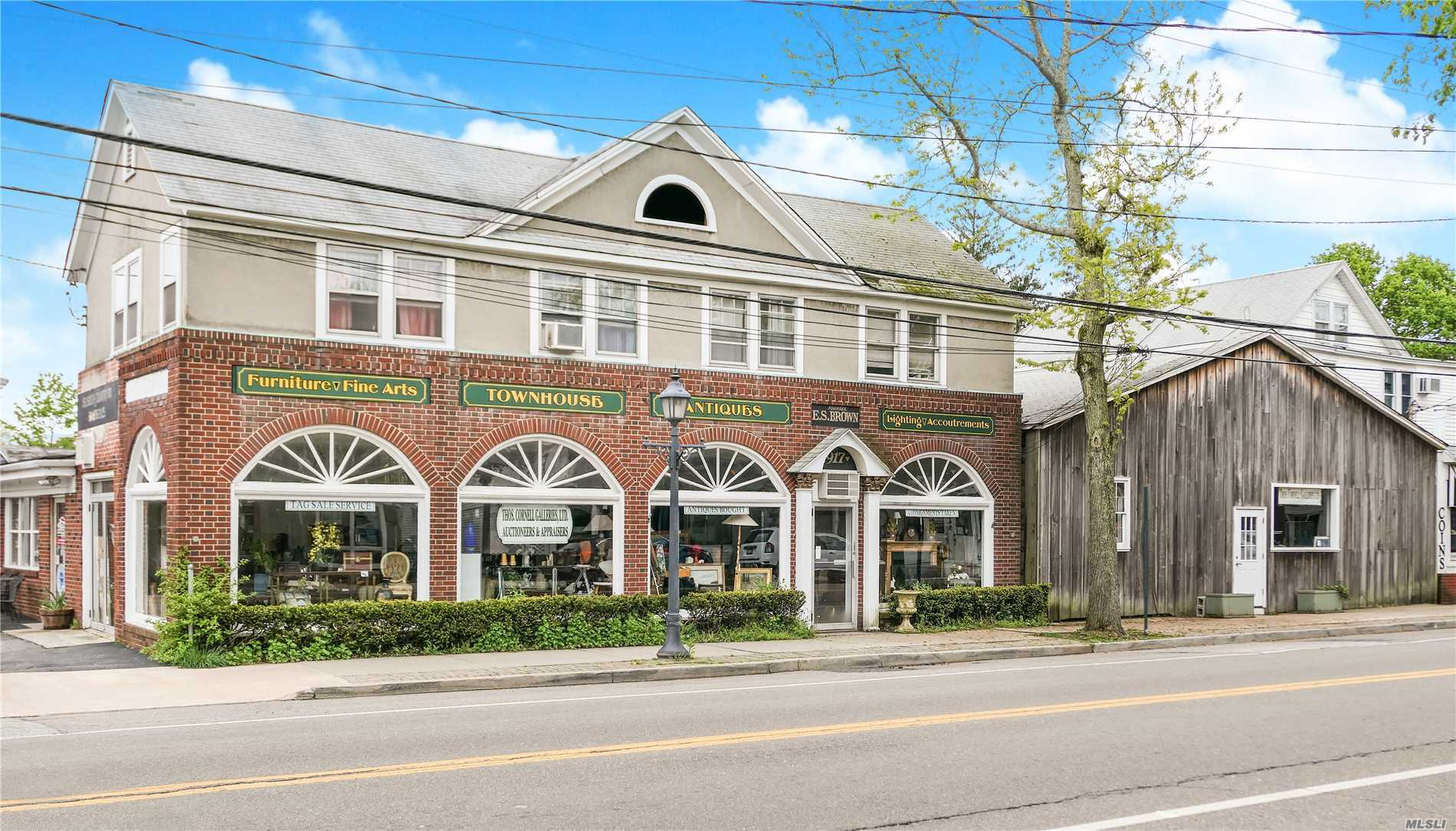 Acquisto commerciale in 152 Country S Rd, Bellport Village, NY ,11713