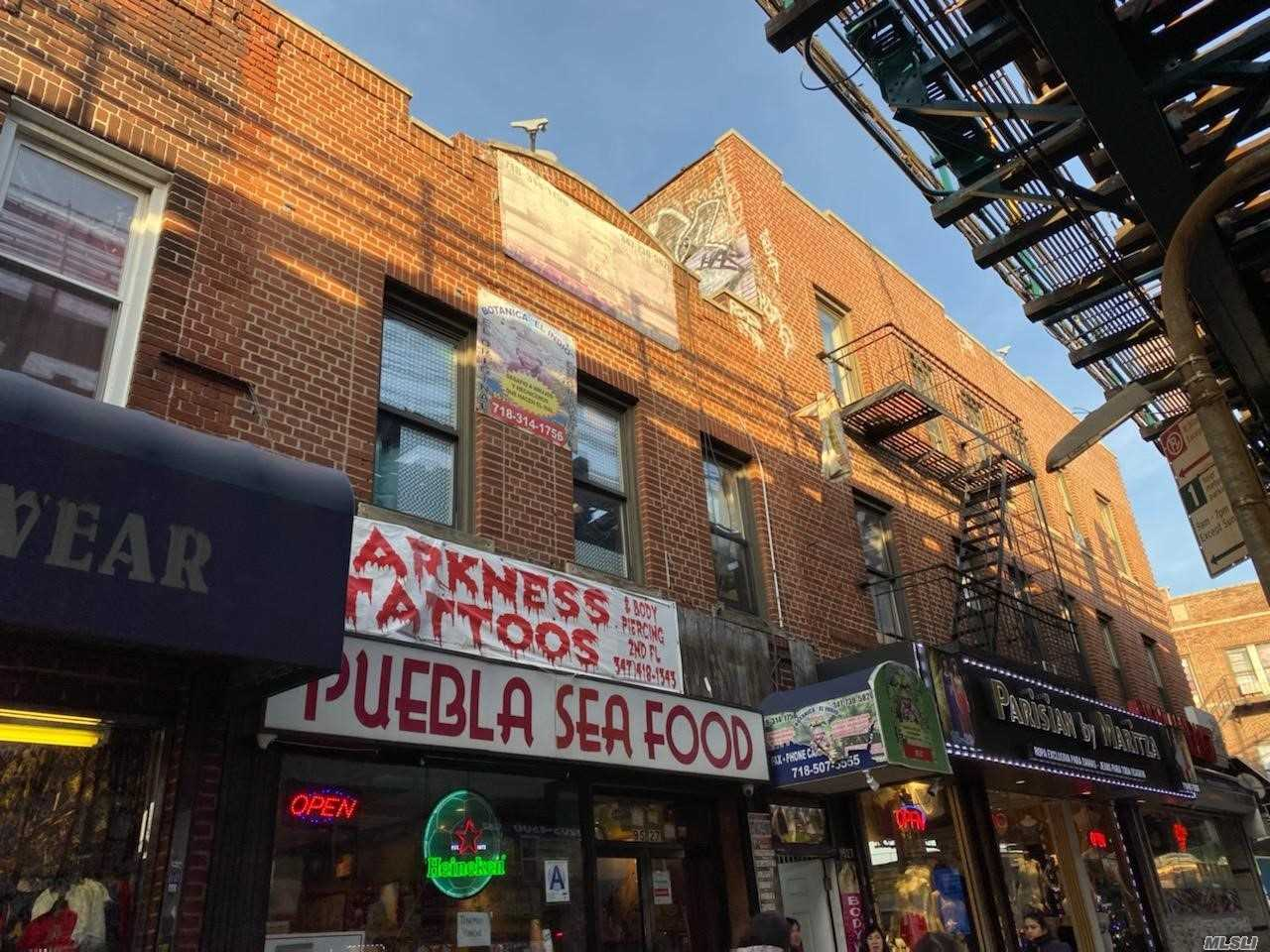Acquisto commerciale in 95-27 Roosevelt, Jackson Heights, NY ,11372