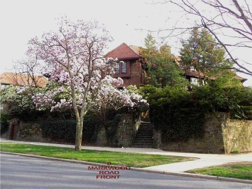 Residenziale in 9 Markwood Road, Forest Hills, NY ,11375