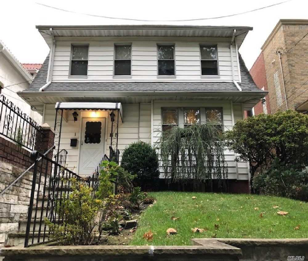 Residenziale in 85-24 165 St, Jamaica Hills, NY ,11432