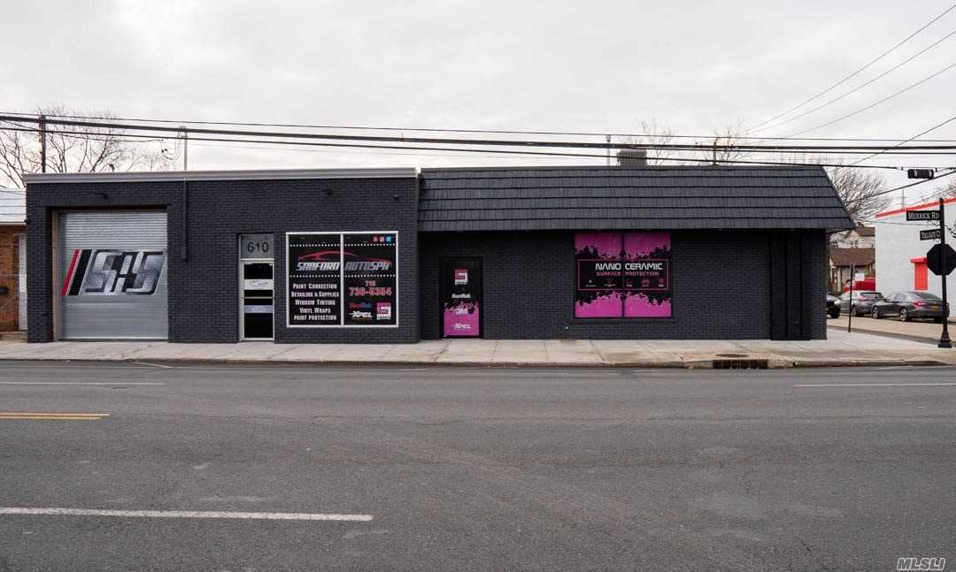 Acquisto commerciale in 612 Merrick Rd, Lynbrook, NY ,11563