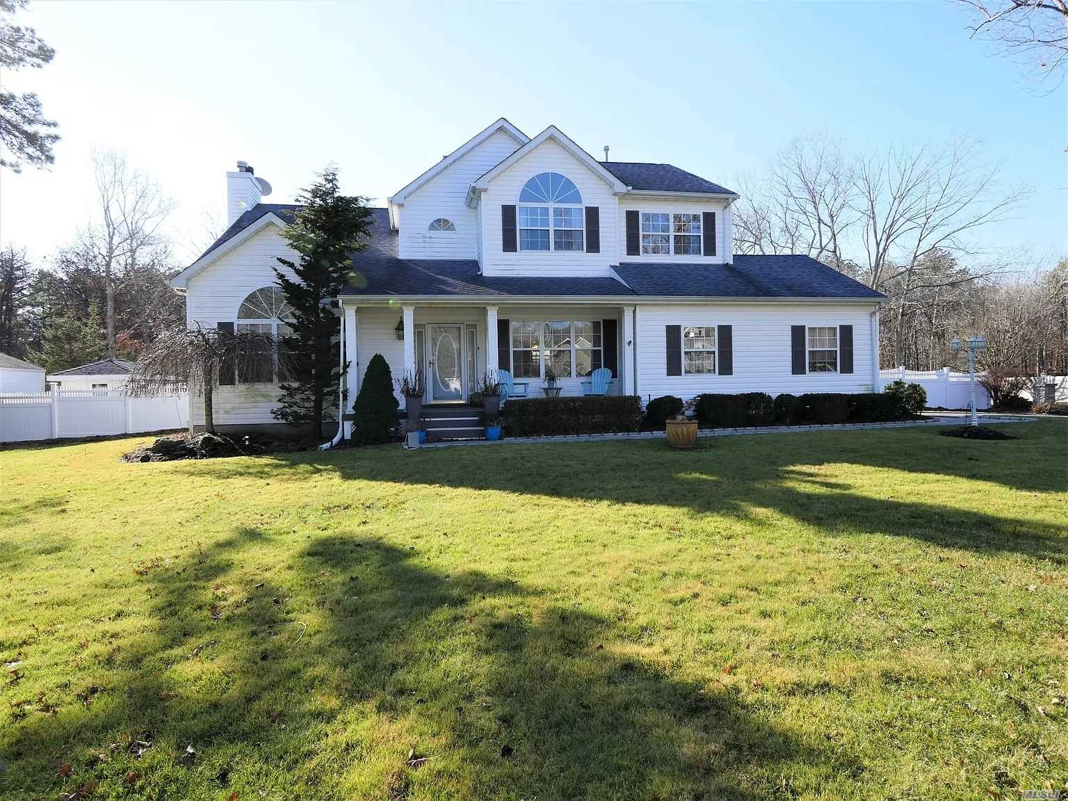 Residenziale in 12 Sommerset Dr, Yaphank, NY ,11980