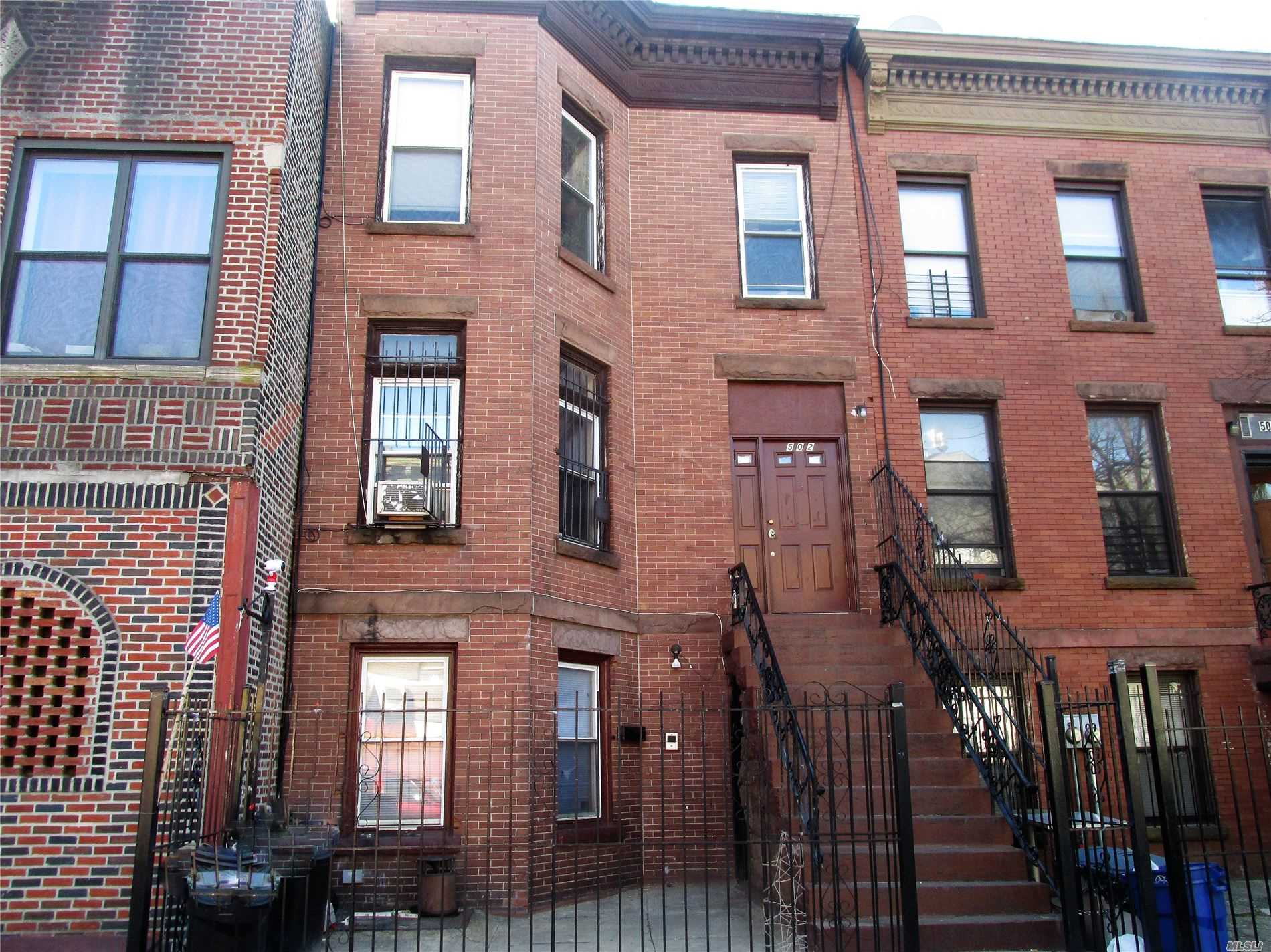 Residenziale in 502 Marion St, Brooklyn, NY ,11233