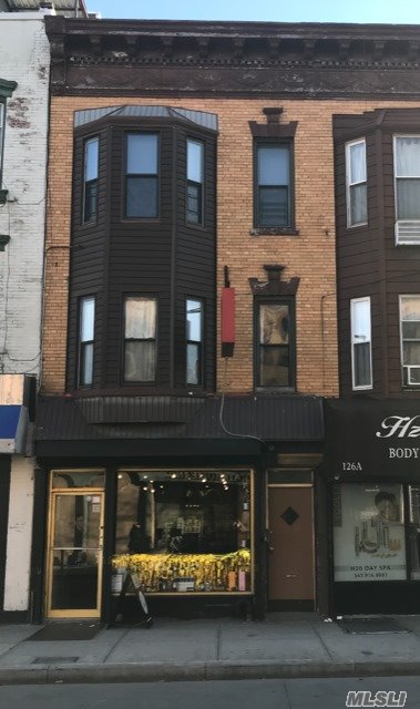 Acquisto commerciale in 128 Nassau Ave, Brooklyn, NY ,11222