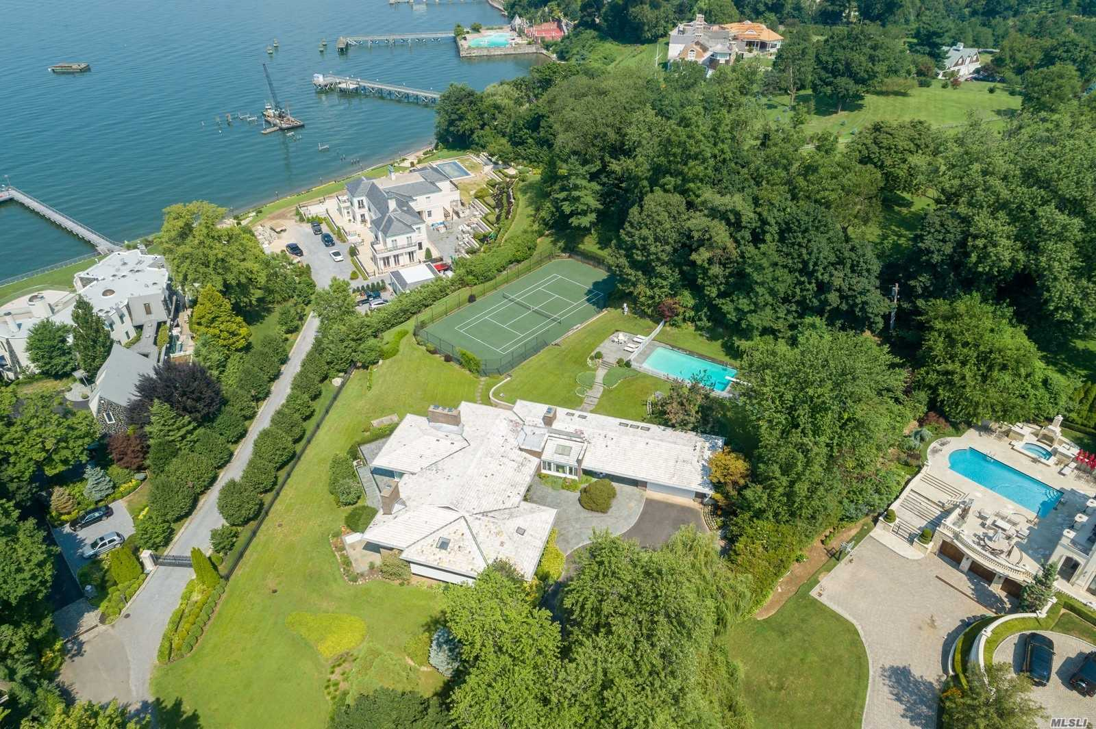 Residenziale in 188 Kings Point Rd, Great Neck, NY ,11024
