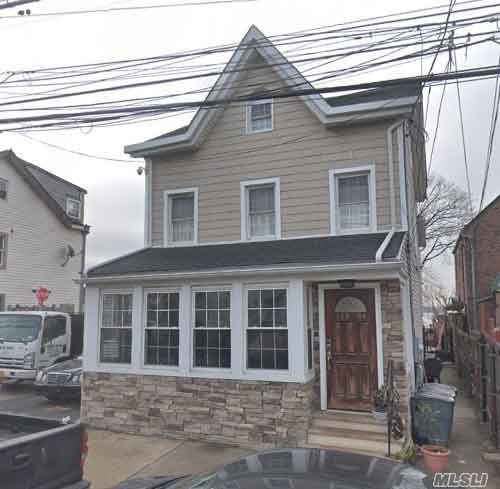 Residenziale in 110-04 15th Ave, College Point, NY ,11356