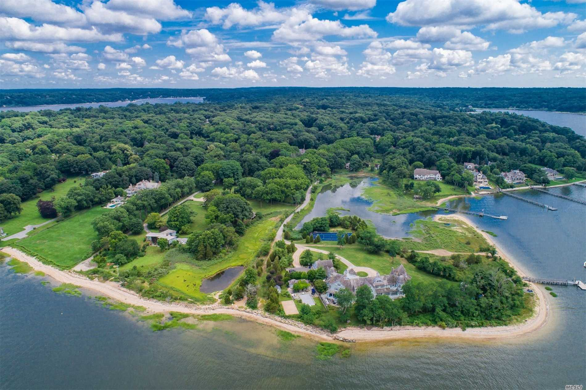 Residenziale in 95 Cove Neck Rd, Cove Neck, NY ,11771
