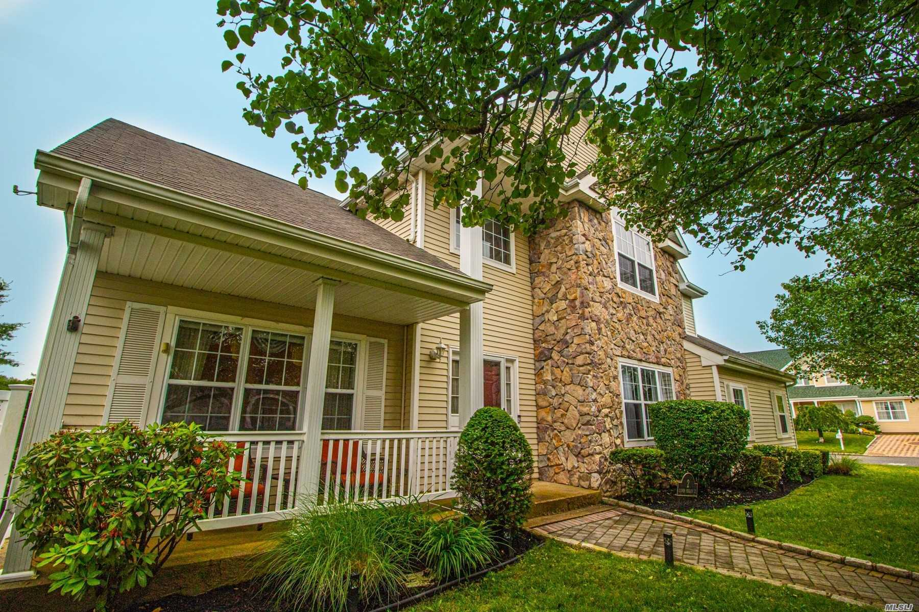 Residenziale in 2 Clover Meadow Ct, Holtsville, NY ,11742