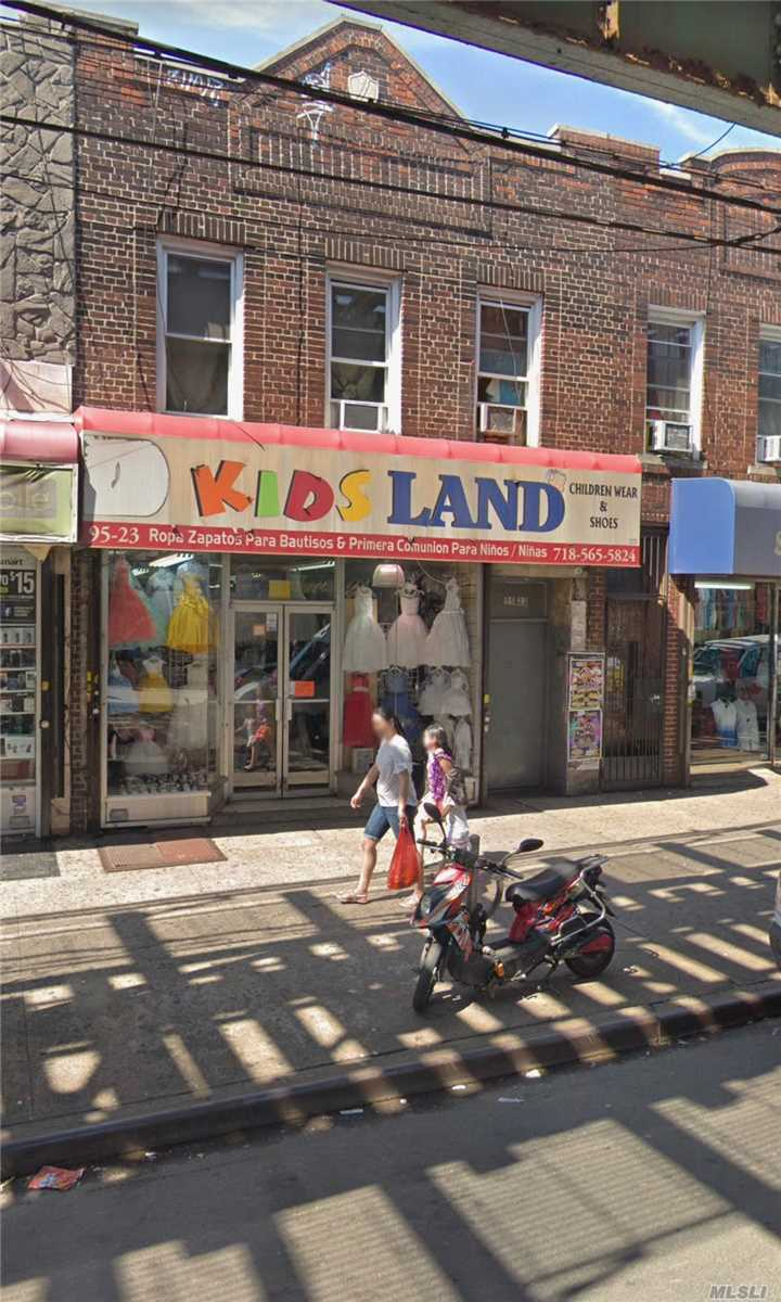 Acquisto commerciale in 95-23 Roosevelt Ave, Jackson Heights, NY ,11372