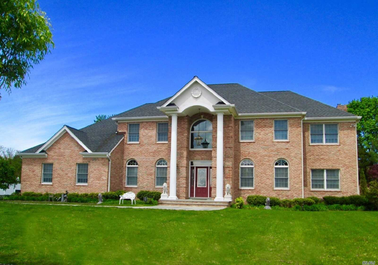 Residenziale in 4 Fair Oaks Ct, E. Northport, NY ,11731