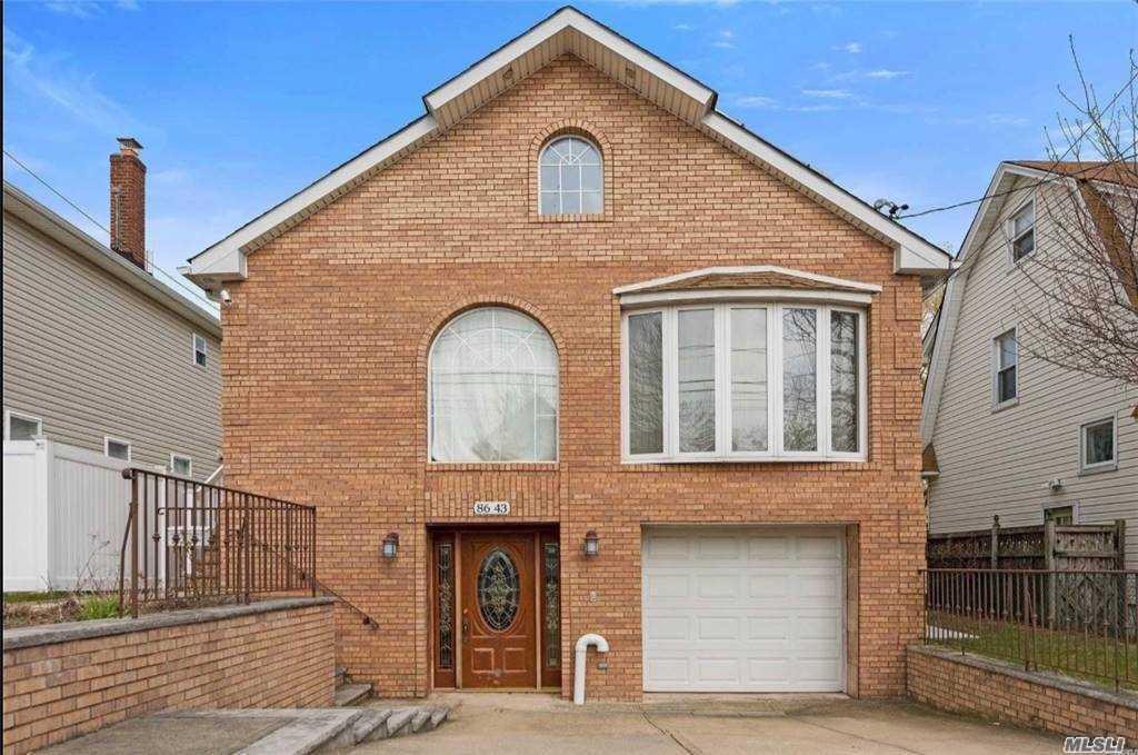 Residenziale in 86-43 258th St, Floral Park, NY ,11001